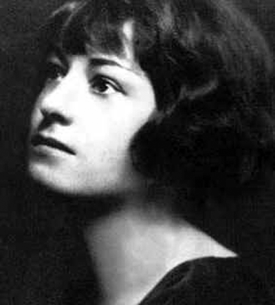 Picture of Dorothy Parker. Dorothy Parker in the 1910s or early 1920s